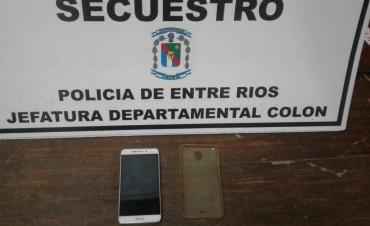 POLICIA DE COLON RECUPERA CELULAR.