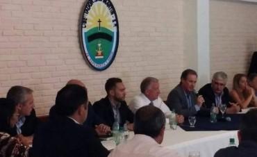 REUNION GOBERNADOR BORDET CON INTENDENTES VECINALISTAS.