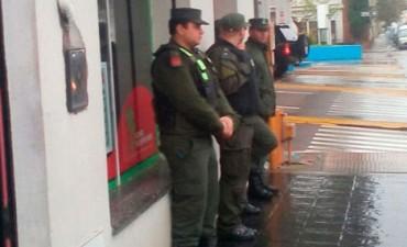 CONCORDIA ALLANAMIENTO DROGAS FRENTE A ESCUELA.