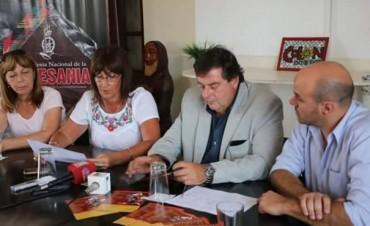 PRESENTARON LA GRILLA FIESTA DE LA ARTESANIA,