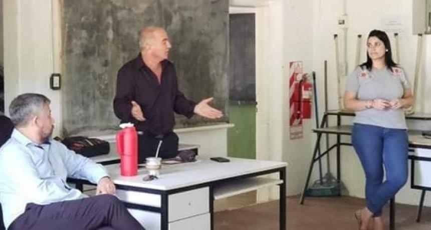 COLON REUNIÓN DEL NUEVO COORDINADOR DE EDUC.JOVENES Y ADULTOS CON EL EQUIPO DE TRABAJO.