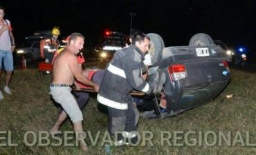 DESPISTE Y VUELCO EN AUTOVIA.
