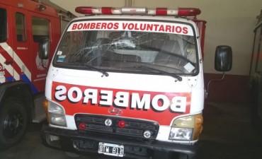 AGREDEN A BOMBEROS DE CONCEPCION DEL URUGUAY.