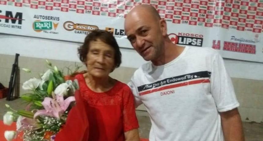 Homenaje en club santa rosa a Eugenia Ramirez..