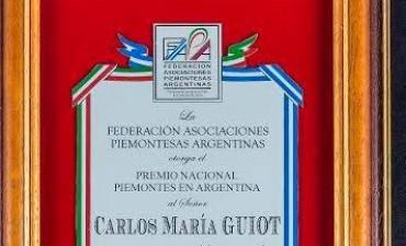 DISTINCION AL PROFESOR CARLOS MARIA GUIOT.