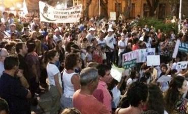 MARCHA EN COLON CONTRA ENTREGA DE TIERRAS DE AGROTECNICA.