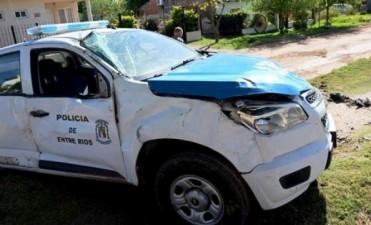 VUELCO DE CAMIONETA DE POLICIA EN COLON.