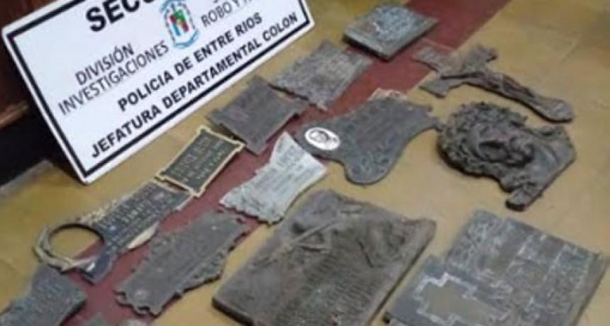 CEMENTERIO DE COLON ROBO DE PLACAS.