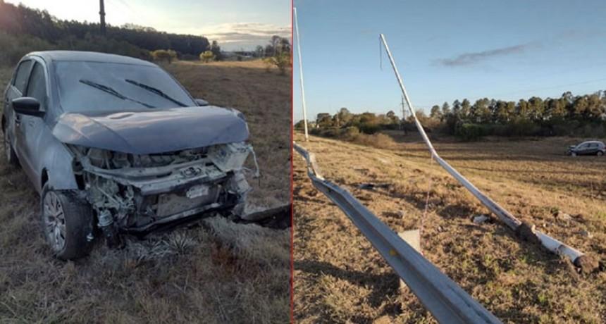 Viajaba con su familia, se durmió y estrelló el auto contra una columna