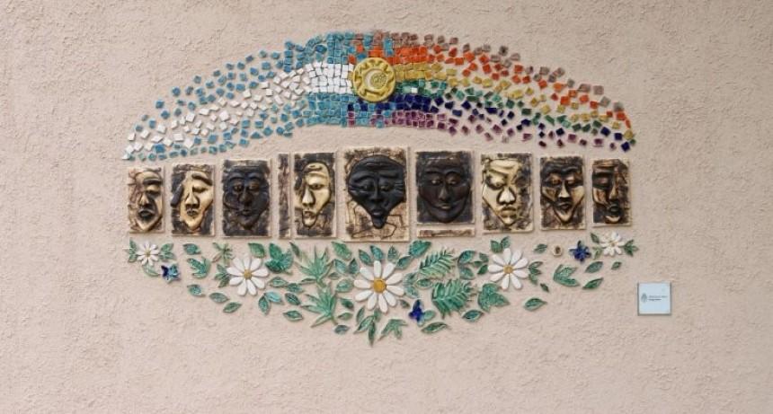 Se instaló un mural en la plaza de los Derechos Humanos de Colón