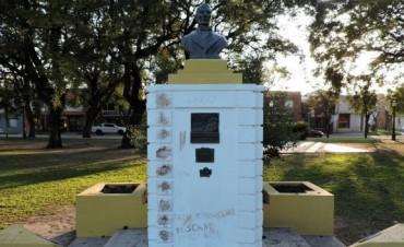 VILLA ELISA: VANDALISMO: TRAS LAS PINTADAS EN EL MONUMENTO AL GRAL SAN MARTIN Y LA DENUNCIA SE CONOCIERON LAS RESPONSABLES:
