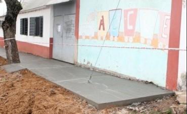 SE CONSTRUYE LA VEREDA DE ESCUELA N 69.