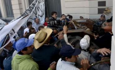 POLICIAS HERIDOS EN PROTESTA DE CAMPO.