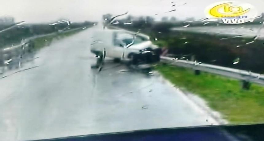 RUTA 130 DOS ACCIDENTES BAJO LA LLUVIA.