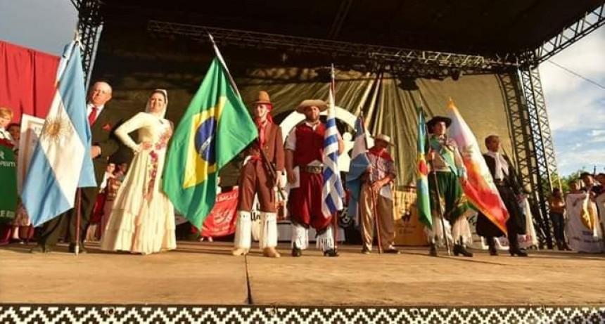 VILLA ELISA SE CELEBRÓ LOS 30 AÑOS DEL FESTIVAL DE DANZAS ARGENTINAS E INMIGRANTES..