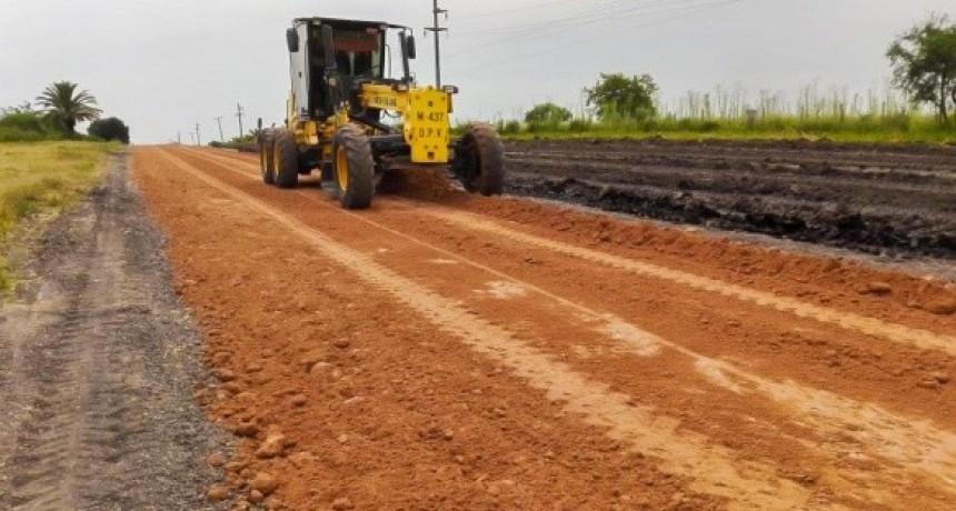 Vialidad trabaja en el camino que une Primero de Mayo y la autovía 14 en el departamento Coló,n