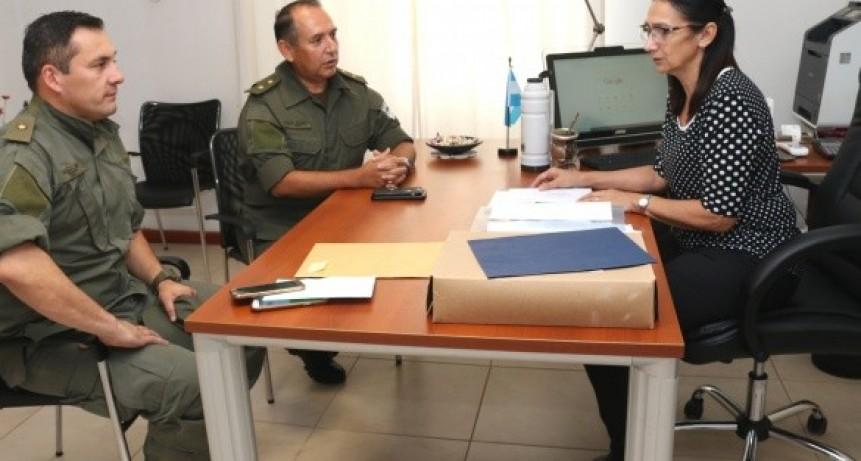 El Jefe de Gendarmería Concepción del Uruguay fue recibido por Irma Monjo.