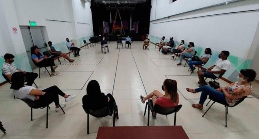 REUNION EN CASA DEL BICENTENARIO ,ESTUDIANTES E INTENDENTE DE COLON.